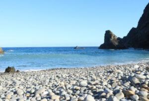 ホノホシ海岸は心霊スポット?石は持ち帰り厳禁な理由がヤバかった!